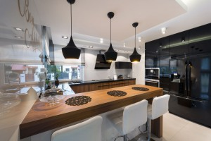 A pretty kitchen to look at that opens out to the dining area. A perfect place to cook, share and dine with friends.