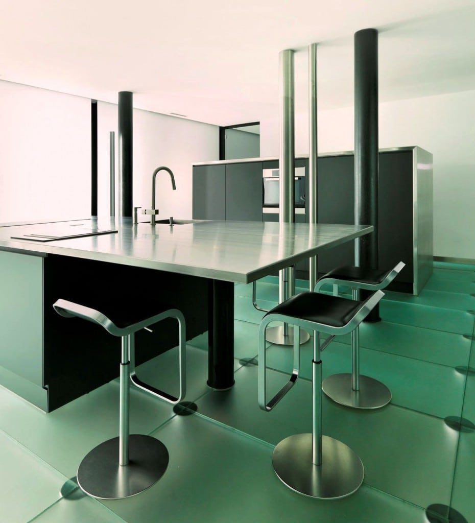 Amazing focal point: modern loft kitchen – Architecture by Angelis Mazza.
