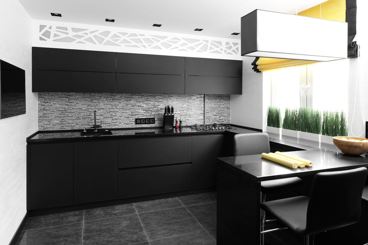 Small but impressive: a cool, matte black kitchen with clean lines.